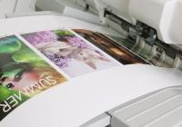 Wizytówki, koperty, banery. Jak drukować zmienne dane na trudnych podłożach?