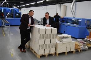Linia do oprawy prostej Vareo i trójnóż InfiniTrim firmy Müller Martini w drukarni cyfrowej OSDW Azymut