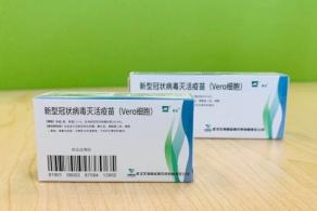 Szczepionki na COVID-19 w opakowaniach z tektury Metsä Board chroni